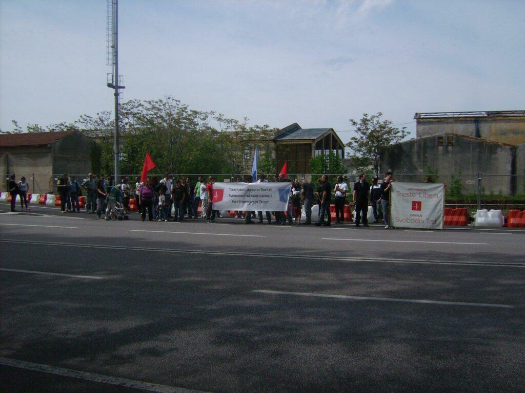 Manifestazione di Trieste Libera contro la sdemanializzazione del Porto Franco Nord (aprile 2012).
