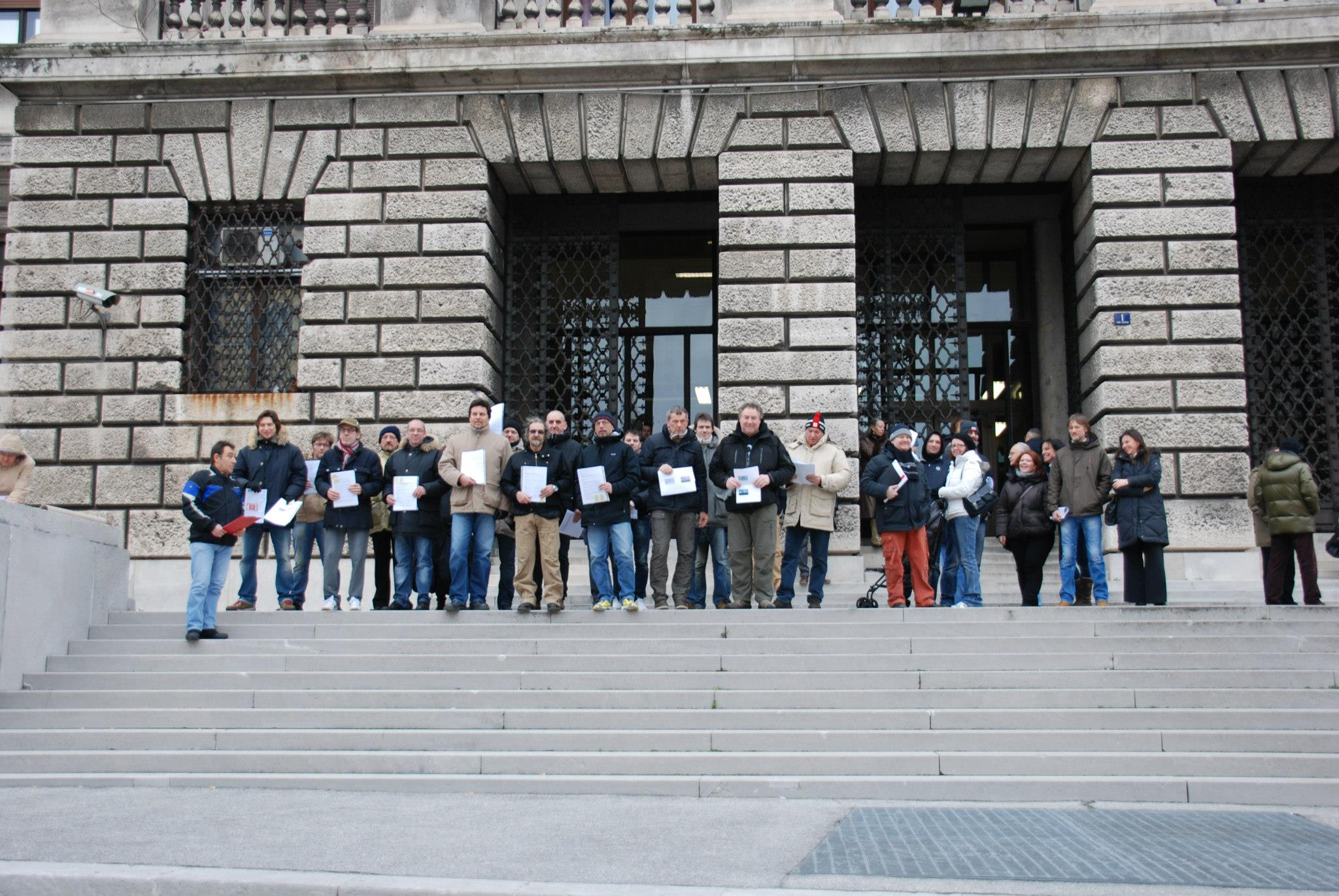 23 marzo 2013: Trieste Libera presidia il Tribunale di Trieste